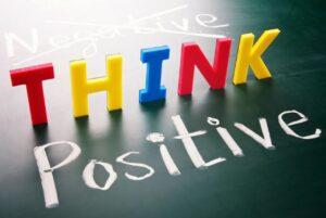 Essere felici coltivando pensieri positivi è davvero possibile?
